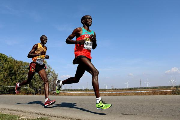 Kipchoge Makes Marvellous Marathon Debut With 2 05 30