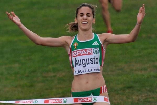 Jessica Augusto takes the 2010 European Cross Country title (Hasse Sjogren / DECA Text&Bild)