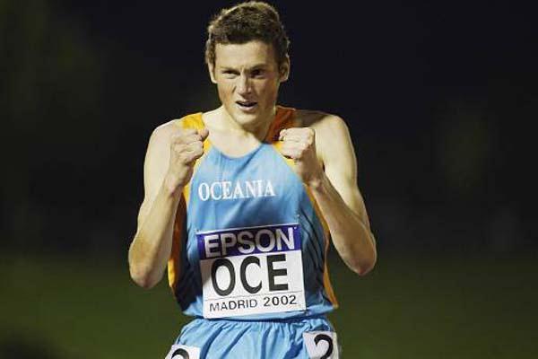 Craig Mottram wins the men's 3000m (Getty Images)