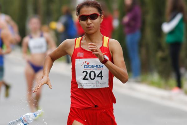 Liu Hong on her way to winning the Rio Maior International Race Walking Grand Prix (Marcelino Almeida)