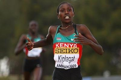 Florence Kiplagat unleashes a fearsome sprint finish to kick past long-time leader Linet Masai and take the win (Getty Images)