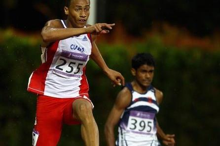 Norge Sotomayor of Cuba, 2009 World Youth champion, takes 400m Hurdles glory in Singapore (Getty Images)