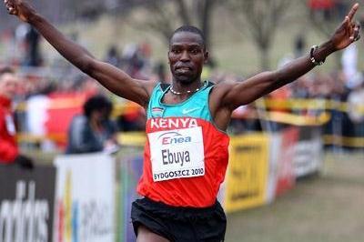Joseph Ebuya of Kenya celebrates winning the men's senior race in Bydgoszcz 2010 (Getty Images)