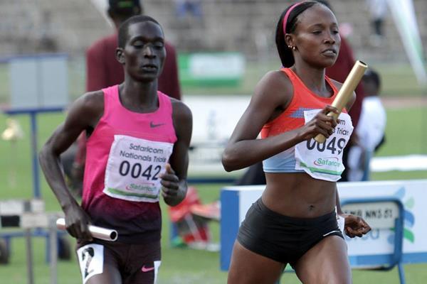 Mercy Cherono (49) en route to setting a 4x1500m world record (David Ogeka@PhotoRun)