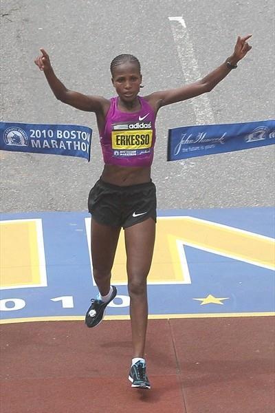 Teyba Erkesso breaks the tape in Boston 2010 (Getty Images)