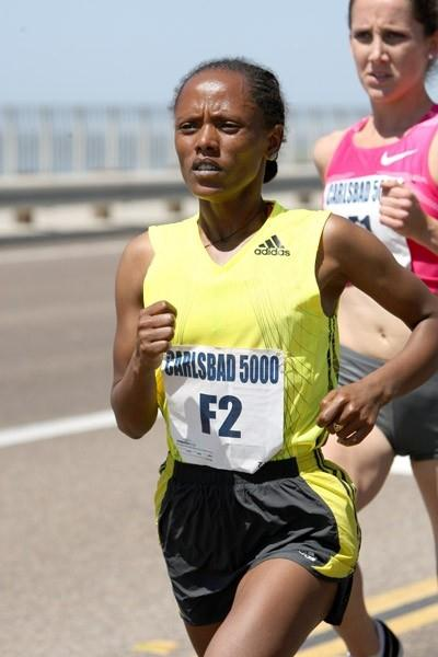 Aheza Kiros of Ethiopia on her way to victory in 2009 Carlsbad 5000 (Victah Sailer)