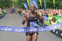 David Toniok winning at the 2014 Edinburgh Marathon (organisers / Lesley Martin)