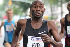 Bernard Lagat a few strides away from his first Fifth Avenue Mile victory (Photorun.net)
