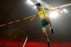 Xue Changrui sets a Chinese pole vault record in Beijing (Getty Images)