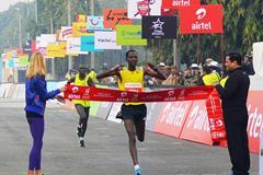 Guye Adola winning the airtel Delhi Half Marathon (Organisers)