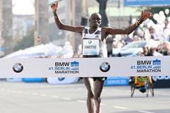 Dennis Kimetto sets a world record at the 2014 BMW Berlin Marathon (Organisers / photorun.net)