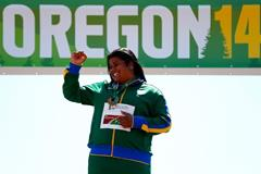 Izabela da Silva celebrates her discus title at the IAAF World Junior Championships, Oregon 2014 (Getty Images)