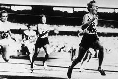 Betty Cuthbert wins the 200m at the Melbourne Olympics in 1956 (Getty images)