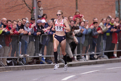 Paula Radcliffe on her way to winning the 2001 world half-marathon title in Bristol (Getty Images)