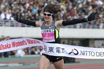 Ukraine's Tetyana Gamera-Shmyrko winning the 2013 Osaka Women's Marathon (Yohei Kamiyama - AgenceSHOT)