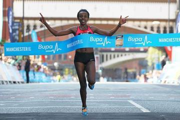 Tirunesh Dibaba wins the 2013 Bupa Great Manchester Run (Barrington Coombes / Nova International)