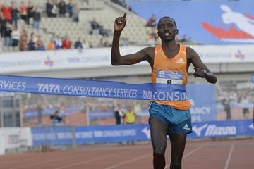 Bernard Kipyego wins the TCS 2014 Amsterdam Marathon (organisers / Soenar Chamid)