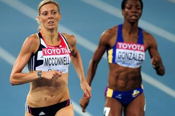 Lee McConnell (L) of Great Britain and Norma Gonzalez of Columbia compete in the women's 400 metres heats during day one  (Getty Images)