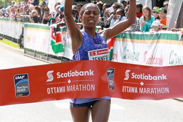 Aberu Mekuria wins the Ottawa Marathon (Victah Sailer)