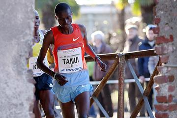 Paul Tanui on his way to victory at the Cinque Mulini (Giancarlo Colombo)