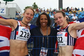 IAAF Ambassador Kelly Holmes poses with Stephanie Twell and Emma Pallant both of GBR after the 1500m Final (Getty Images)