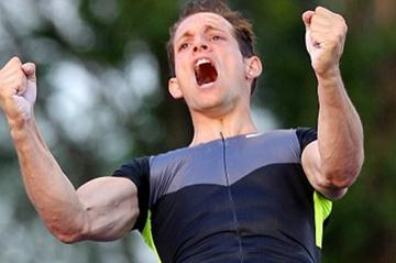Renaud Lavillenie opens with a 5.90m clearance in Ostrava (graf.cz)