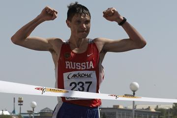Denis Nizhegorodov of Russia crosses the finish-line and wins the gold medal (Getty Images)
