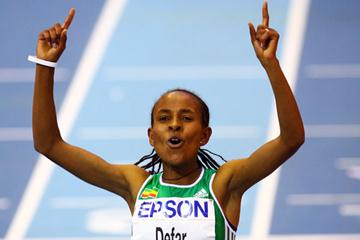 Meseret Defar crosses the finish line in first place (Getty Images)