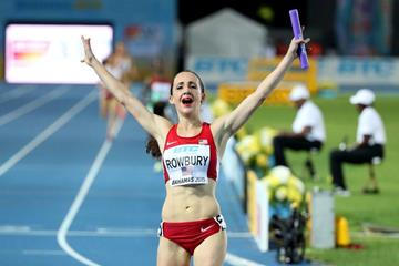 Shannon Rowbury anchors the USA to a world record in the distance medley at the IAAF/BTC World Relays, Bahamas 2015 (Getty Images)