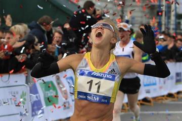 Yevgeniya Danilova wins the 2013 Seberian International Marathon (Organisers)