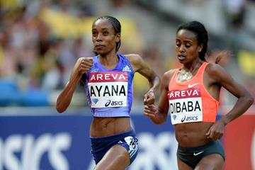 Almaz Ayana and Genzebe Dibaba in the women's 5000m at the 2015 IAAF Diamond League meeting in Paris (Jiro Mochizuki)