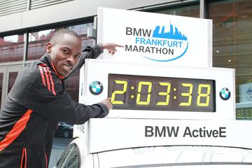 Patrick Makau in Frankfurt before the 2012 race (Victah Sailer)
