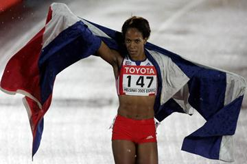 Zulia Calatayud of Cuba celebrates winning gold in the women's 800m (Getty Images)
