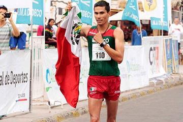 Horacio Nava after winning at the 2015 Pan American Race Walking Cup (Mindep Arica y Parinacota.)