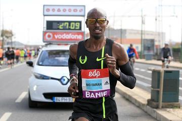 Mo Farah during the 2015 EDP Lisbon Half Marathon (Victah Sailer / Phororun.com)