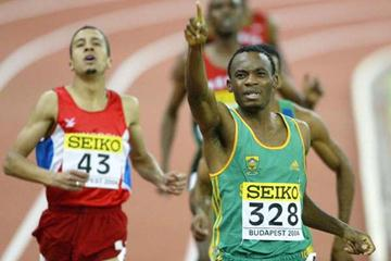 South Africa's Mbulaeni Mulaudzi celebrates winning the 800m at the 2004 IAAF World Indoor Championships in Budapest (Getty Images)