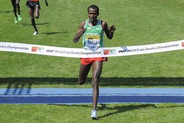 Imane Merga of Ethiopia crosses the finish line to win the men's senior race in Punta Umbria (Getty Images)