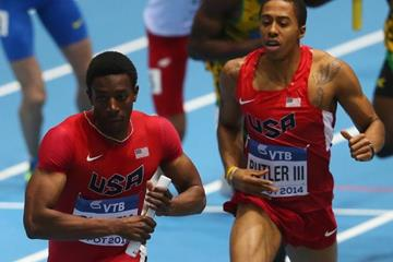 Calvin Smith takes the baton from Kind Butler in the 4x400m at the 2014 IAAF World Indoor Championships in Sopot (Getty Images)