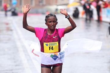 Meseret Kitata Tolwalk winning at the 2015 Rome Marathon (Organisers / Giancarlo Colombo)