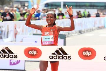 Rose Chelimo winning at the 2015 EDP Lisbon Half Marathon (Victah Sailer / Photorun.com)