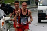 Danilo Goffi leads Francesco Bennici in 2005 Turin Marathon (Lorenzo Sampaolo for the IAAF)