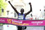 Kenneth Mungara winning at the 2015 Milano Marathon (Giancarlo Colombo / organisers)