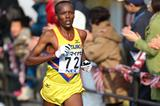 Martin Mathathi en route to winning the 2013 Fukuoka Marathon (Takefumi Tsutsui / Agence SHOT)
