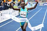 Mary Keitany breaks the World record in the 25Km with a 1:19:53 clocking in Berlin (Victah Sailer/photorun.net)