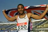 Mark Lewis-Francis after winning the 100m at the 2000 IAAF World Junior Championships (Getty Images)