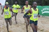 Jairus Birech leads from eventual winner Teklemariam Medhin in Seville (Foto ANOC)