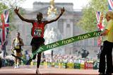 Martin Lel wins the 2007 Flora London Marathon (Getty Images)
