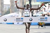 Dennis Kimetto sets a world record at the 2014 BMW Berlin Marathon (organisers / www.photorun.net)