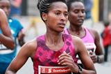 Tigist Tufa in the 2014 Ottawa Marathon (organisers / Victah Sailor)