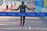 Mo Farah wins at the 2013 Bupa London 10,000  (David Wearn - organisers)